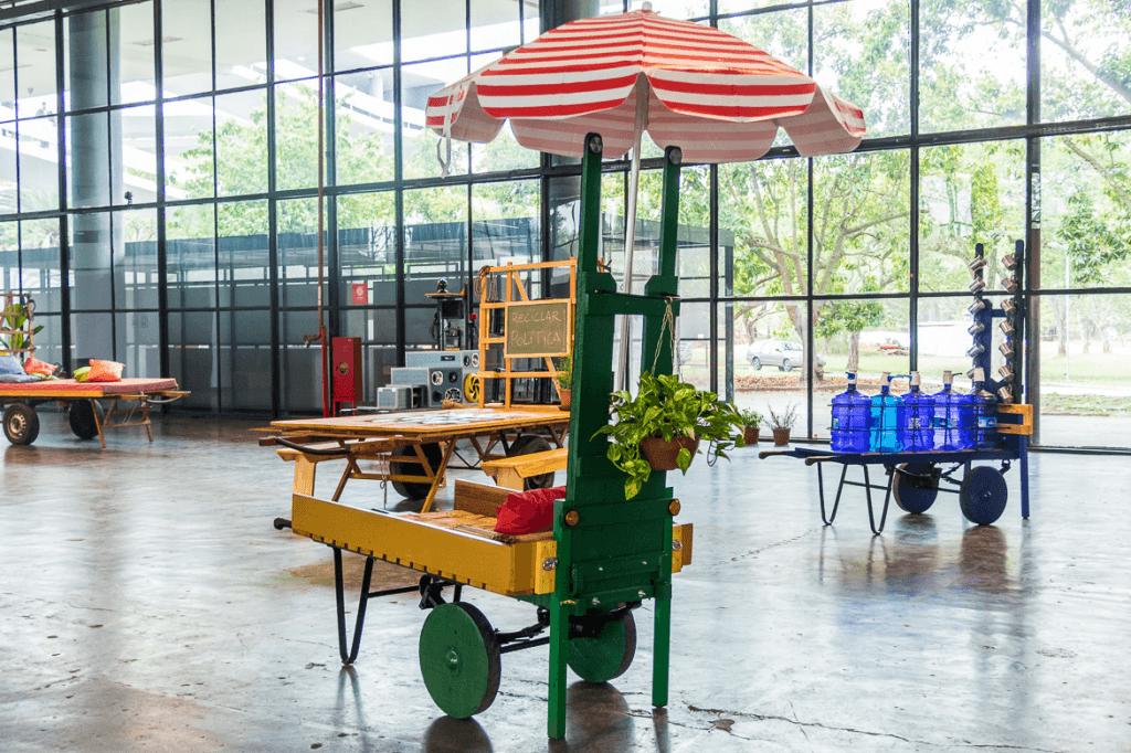 OPAVIVARÁ!, Transnomaden (Transnômades), 2016. Dispositivo relacional móvil. Acción en el Proyecto Brasil Musonturm, Frankfurt, Alemania (2016). Foto: Leila Fugii