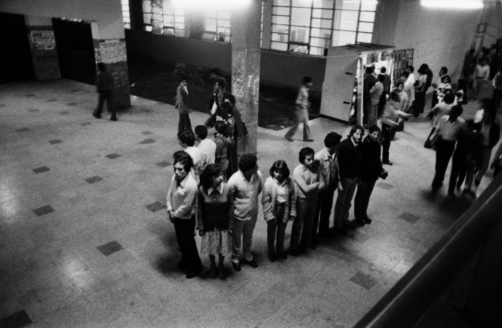 Alfonso Castrillón. Acción furtiva, 1981/2016. Impresión por inyección de tinta sobre papel de algodón. 24 x 36 cm. Edición de 7. Fotografía de Herman Schwarz. Cortesía: HFBA