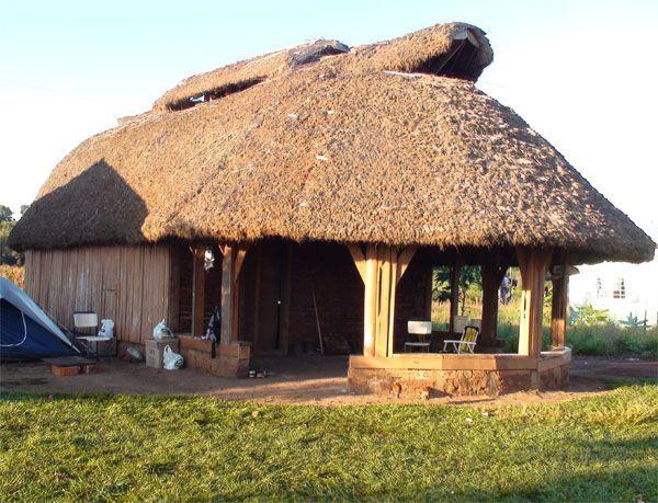 Aldea de Koenju de la etnia Mbyá-Guaraní. Cortesía del artista