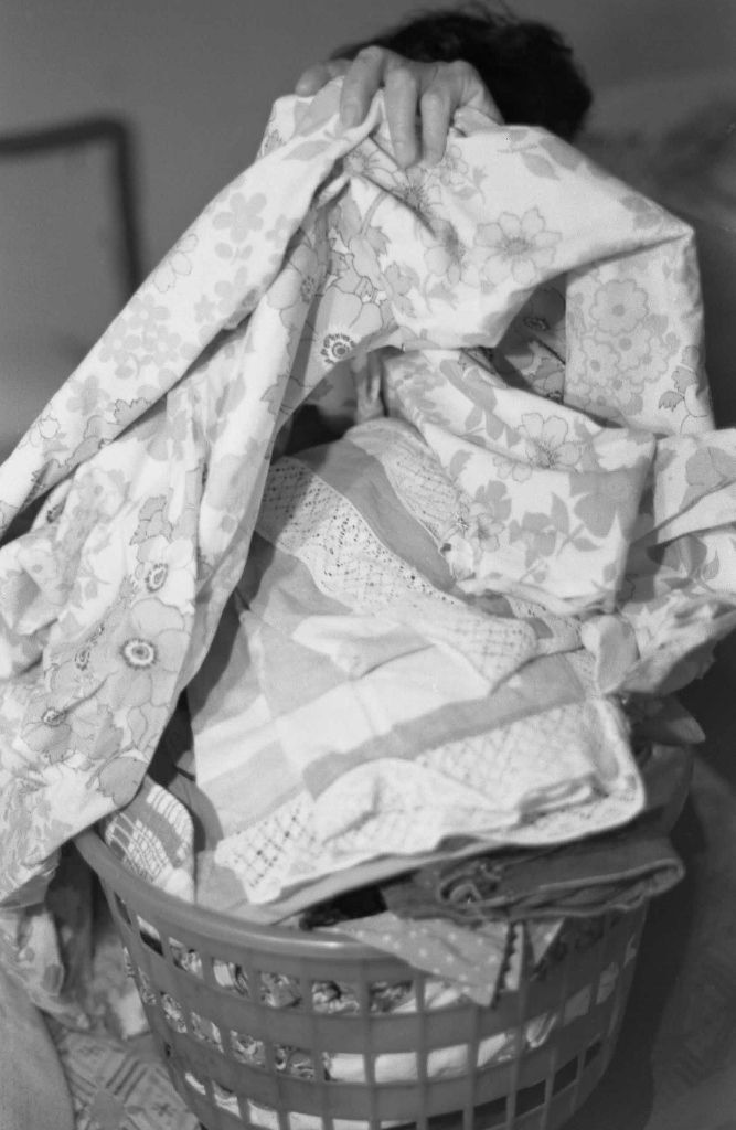 Ana Victoria Jiménez, Cuaderno de tareas, 1978-1981 (detalle).Diez fotografías en blanco y negro, 20.3 × 25.4 cm c/u. Cortesía de la artista © la artista