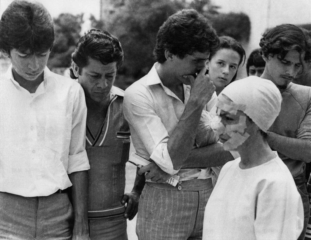 María Evelia Marmolejo, Anónimo I, 1981. Documentación de performance. Cuatro fotografías en blanco y negro (dos de 29.8 × 21 cm c/u; dos de 21 × 29.8 cm c/u). Cortesía de la artista © la artista