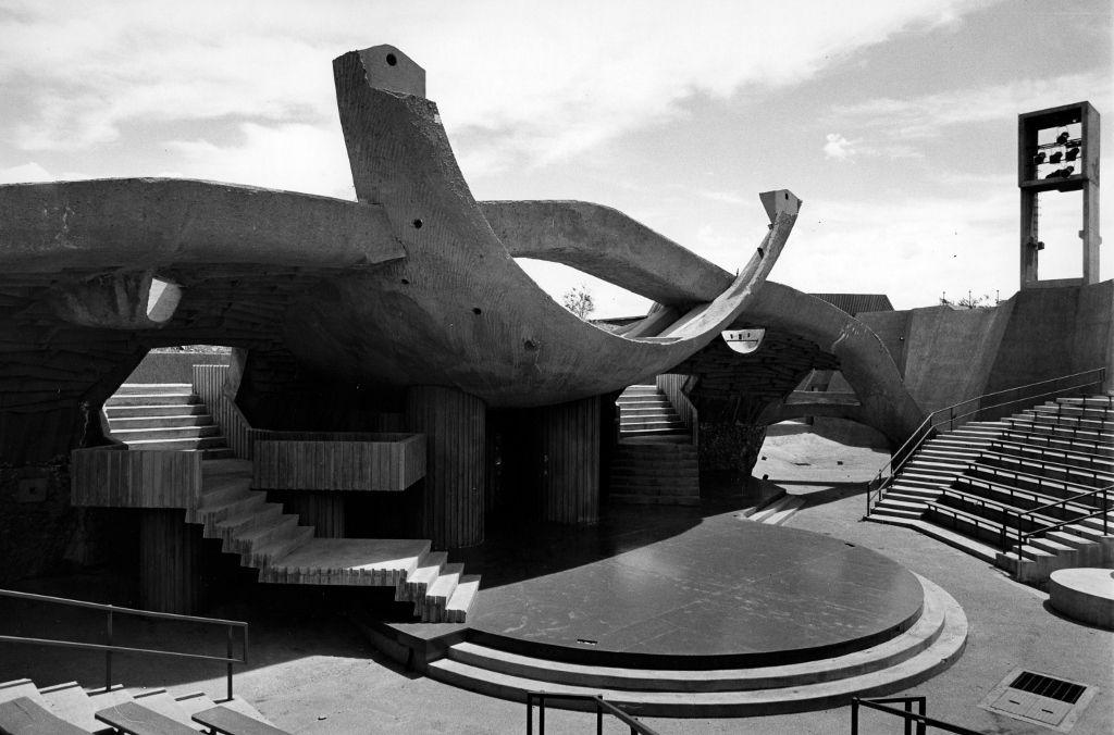 Paolo Soleri, Anfiteatro, c. 1975. Comisionado por Lloyd Kiva New para el Institute of American Indian Arts, 1964. Cortesía: IAIA Archives, Santa Fe