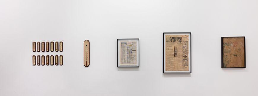 """Vista de la exposición de Paulo Bruscky, """"rec-rio"""", en Galeria Nara Roesler, Río de Janeiro, 2016. Foto: Pat Kilgore © Galeria Nara Roesler"""