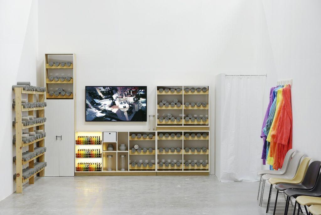 Vista de la exposición de Mika Rottenberg en el Palais de Tokyo, París, 2016. Foto: Aurélien Mole