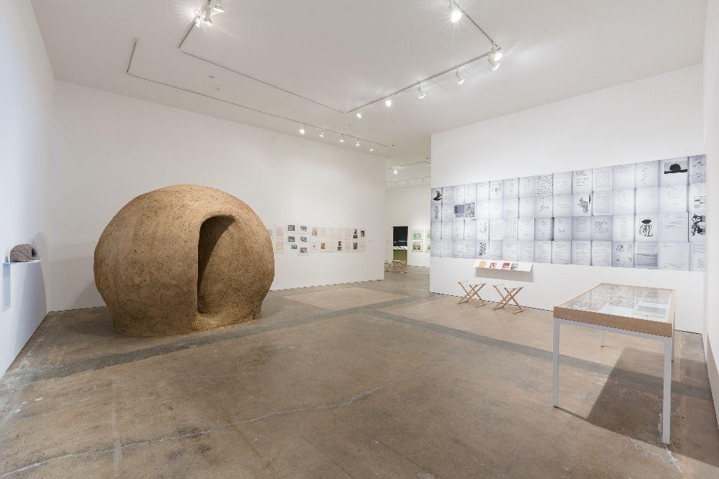 Vista de la muestra Much wider than a line, SITElines: New Perspectives on Art of the Americas, Santa Fe, Nuevo México, 2016. Cortesía de la bienal