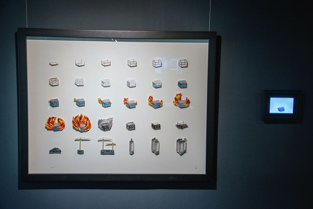 Danila Ilabaca. La Joya en llamas. Parte de la muestra Post-Panamax. Sala de Arte Las Condes, Santiago de Chile, 2016. Foto cortesía de la artista.