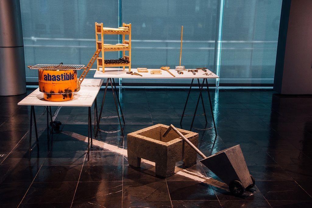 Sebastián Gil. Producción Nacional, Proyecto 'Chilenos diseñando'. Parte de la muestra Post-Panamax. Sala de Arte Las Condes, Santiago de Chile, 2016. Foto cortesía del artista.