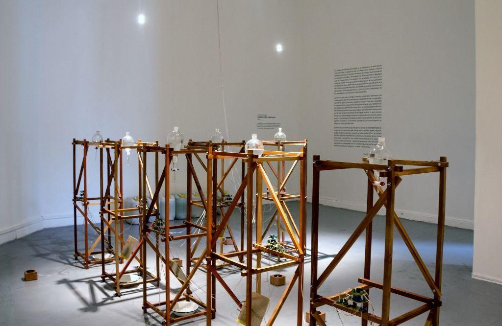 Vista de la exposición Hidroscopia / Mapocho, de Claudia González, en el MAC, Santiago, 2016. Foto: Jacqueline Pino V.