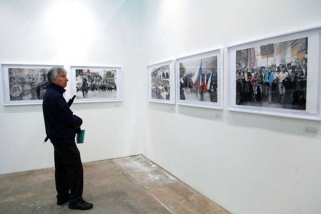 Marcelo Brodsky en Rolf Art (Buenos Aires).. ARTBO 2016. Foto: © Cámara de Comercio de Bogotá / 48 por segundo -Todos los Derechos reservados