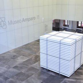 María José Argenzio. Aglomeraciones. 2015. Molduras de poliestireno expandido y armazón de aluminio. Imagen gentileza de Carlos Varillas y Museo Amparo.