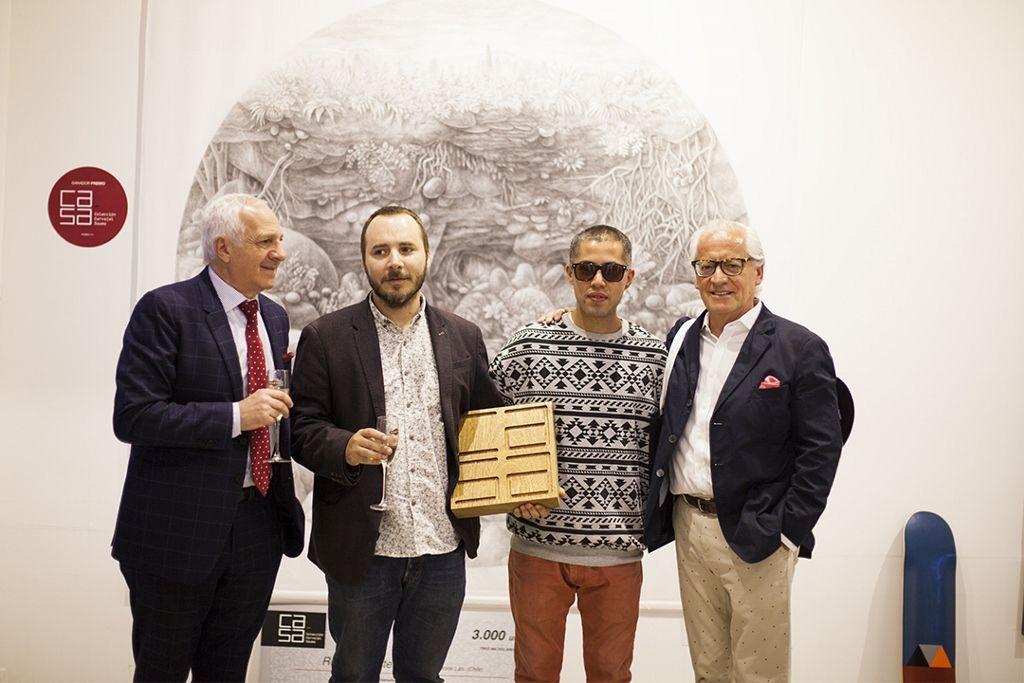 De izq. a der.: Ramón Sauma, Rolando Cisternas (ganador de la primera versión del Premio Ca.Sa); Mr. Trafixxx (Totoral Lab); y Gabriel Carvajal. Foto: Cristián Aninat