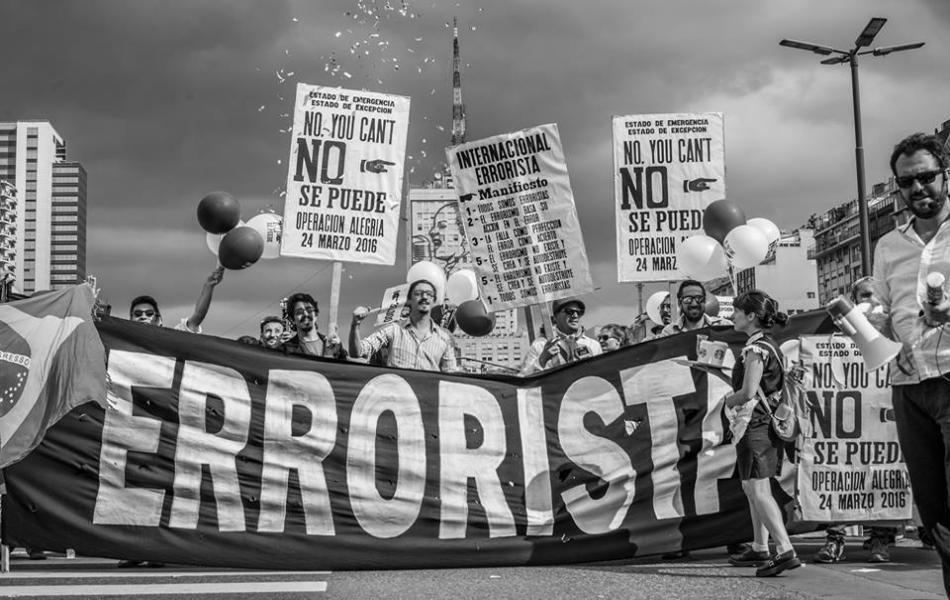 """Internacional Errotista. """"NO SE PUEDE – NO YOU CAN'T"""" Operación Alegría. Buenos Aires, 24 Marzo 2016. Foto J. Segura"""