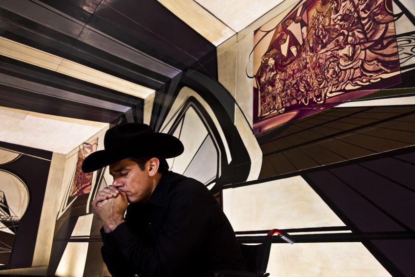 Christian Jankowski. Llanto por la marcha de la humanidad (2011). Parte de la muestra: Hinc Sunt Leones (aquí hay leones). MANIFIESTO-espacio, Ciudad de Guatemala, 2016. Still frame cortesía del artista.