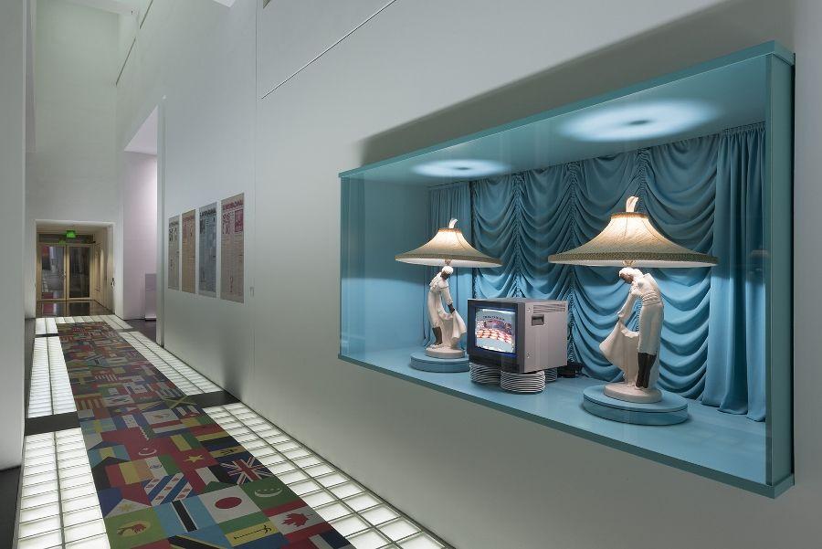 Antoni Miralda. MIRALDA MADEINUSA. Vista de la exposición. MACBA, Barcelona. 2016. Foto: Miquel Coll
