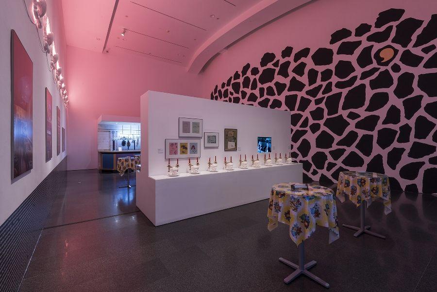 Vista de la exposición 'MIRALDA MADEINUSA', 2016. Foto: Roberto Ruiz Cortesía: MACBA