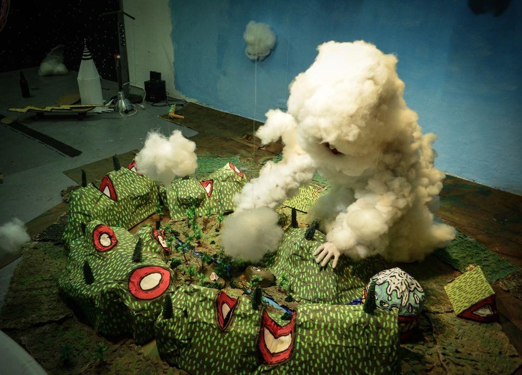 La oreja hueca de la montaña y tres cuentos denigrantemente cortos, de Ricardo Muñoz, en el 44 SNA, Pereira, Colombia, 2016. Foto cortesía: AUN 44 Salón Nacional de Artistas