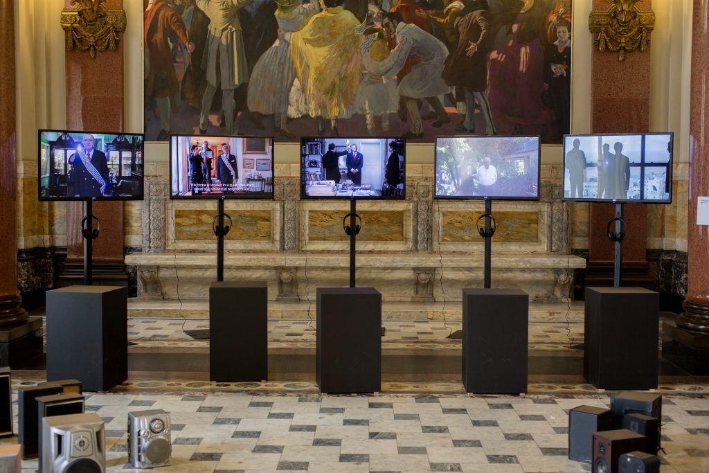 Vista de la exposición de la 3° Bienal de Montevideo, Uruguay, 2016. Foto: Luis E. Sosa. Cortesía: Bienal de Montevideo