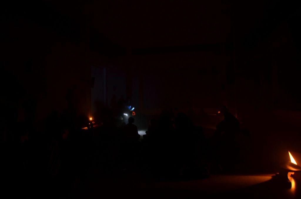4Direcciones (Diana Rico y Richard Decaillet), El origen de la noche, instalación sonora. Creación colectiva con indígenas Barasano, Andoque, Huitoto, Wayuu, Kogui y Tubu. Cortesía: Museo de Arte Universidad Nacional de Colombia
