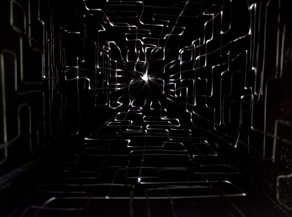 Amparo Prieto Monreal. En tránsito: conectados a la trayectoria del sol. Parte de la muestra: Tierra (en)cubierta. Cooperativa de Agua Potable RAU Ltda. Colbún, Chile. 2016. Foto cortesía de la artista.