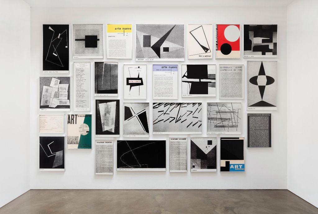 Fernando Bryce. Arte Nuevo I, 2015, grabado sobre papel Coventry Rag 335 gsm, 28 partes. Foto:: Jorge Lohse