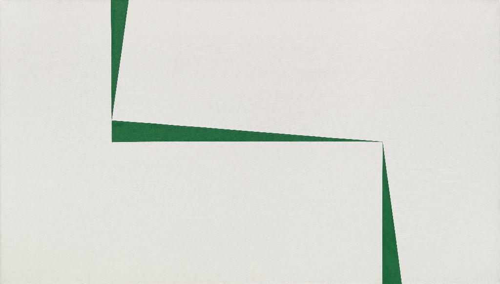 Carmen Herrera, Blanco y Verde, 1966–67, acrílico sobre tela,101.6 × 177.8 cm. Colección privada © Carmen Herrera. Foto: Ron Amstutz