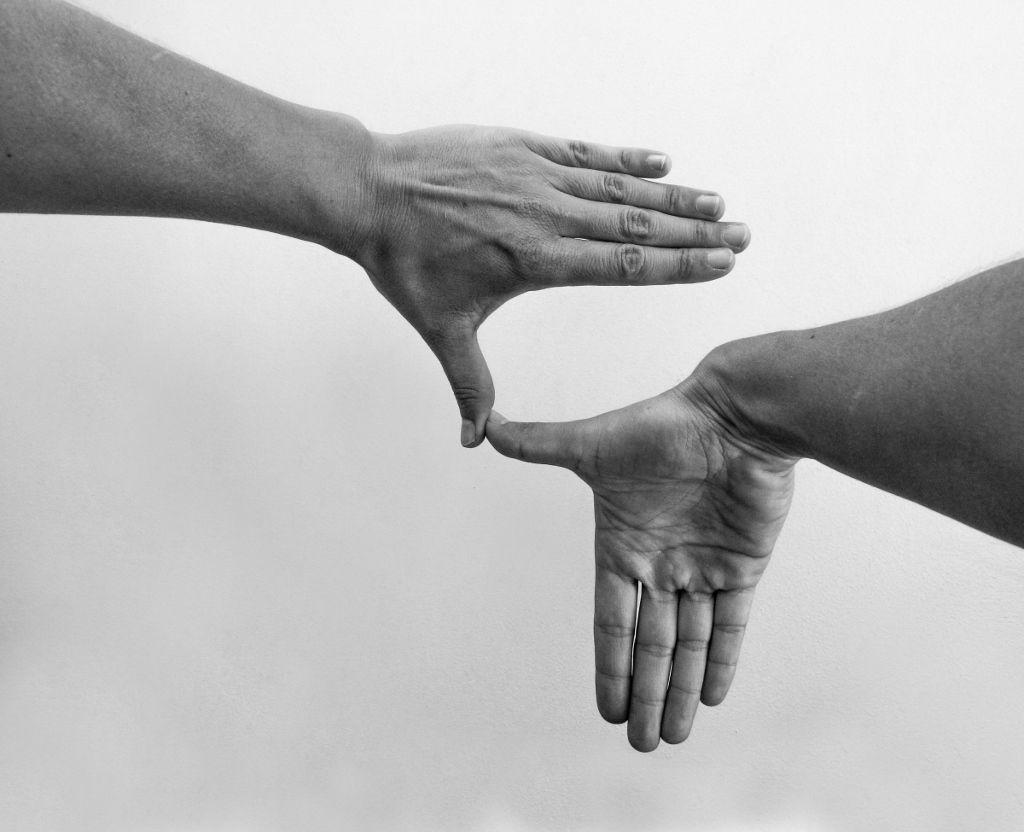 Francisca Benítez, 'América' de un poema en ASLSCh (ASL + LSCh) con dos formas de la mano (A+B), 2016 Impresión digital inkjet con pigmento perdurable en papel libre de ácido 78 x 62 cm PA 1/5. Cortesía: Die Ecke.