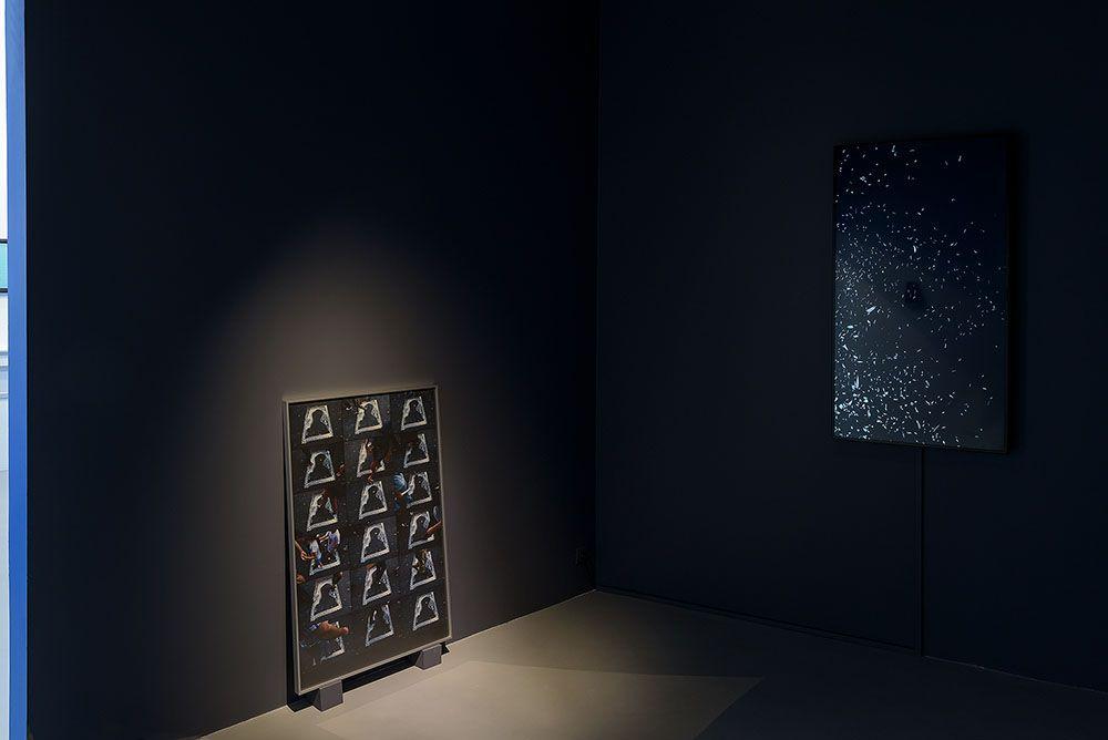 Enríque Ramírez. La Gravedad. Vista de la muestra en Galería Michel Rein, París, 2016. Cortesía del artista y Michel Rein, París/Bruselas. Foto: Florian Kleinefenn