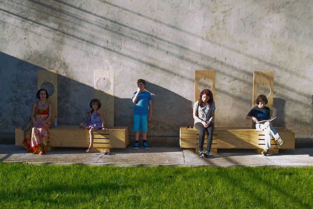 Rosa Miranda González. Cuatro breves paisajes sonoros de Colbún. Parte de la muestra: Tierra (en)cubierta. Cooperativa de Agua Potable RAU Ltda. Colbún, Chile. 2016. Foto cortesía de la artista.