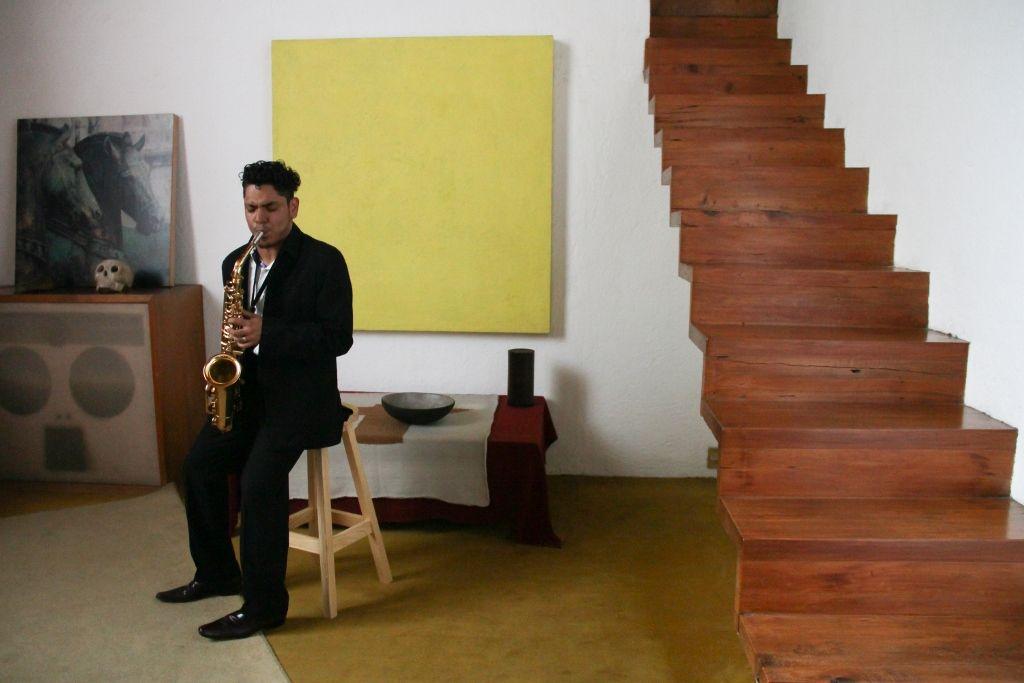 Hípico. Música, caballos y arquitectura: un corrido, de Edgardo Aragón. 6 de noviembre al 10 de diciembre de 2016, Ciudad de México. Estancia FEMSA - Casa Luis Barragán, Ciudad de México. Imagen cortesía: Estancia FEMSA.
