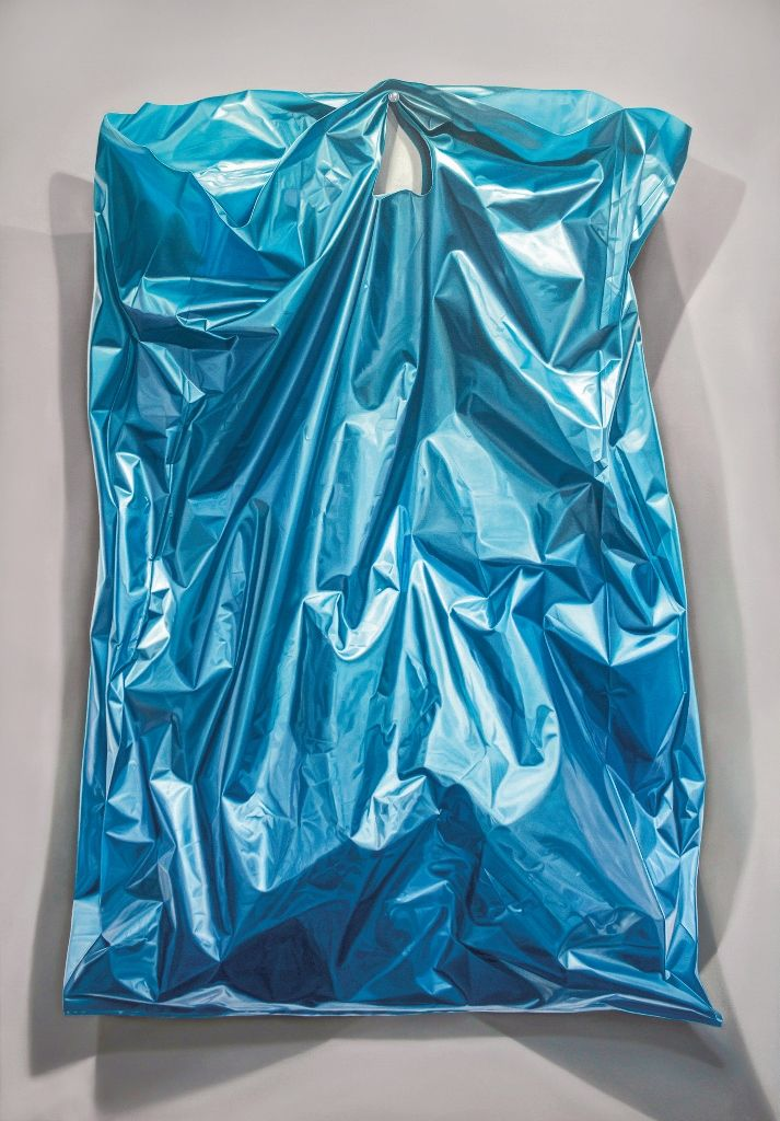 Nicolás Radic, Bolsa Azul II, óleo sobre tela, 180 x 120 cm. En XS Galería, Santiago