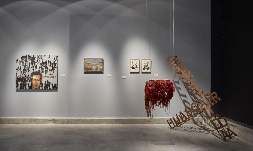 """Vista de la exposición """"Encuentro con Juan Acha. Por el centenario de su nacimiento"""", en el Museo de Arte Contemporáneo de Lima, 2016. Cortesía: MAC Lima"""