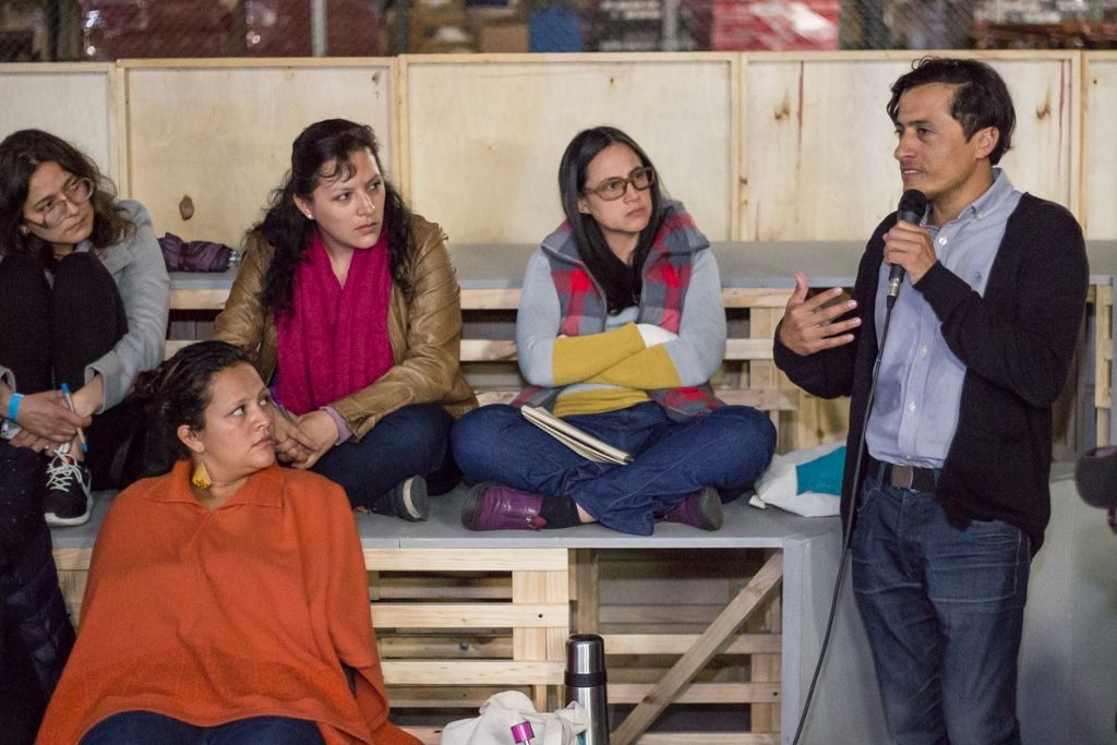 Conferencia del curador chileno Rodolfo Andaur durante NC-LAB 2016, Bogotá. Espacio Interior, taller dictado por la artista colombiana Beatriz Eugenia Díaz durante NC-LAB 2016, Bogotá. Foto: Gina Navarro. Cortesía de NC-LAB