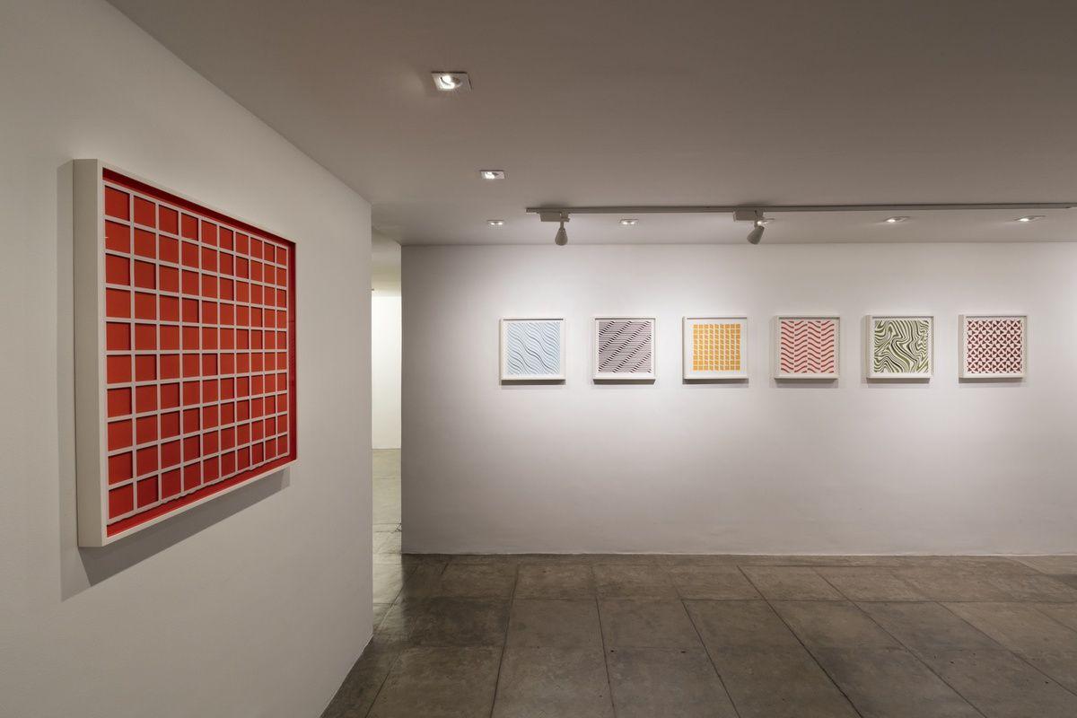 Vista de la exposición Handmade, de Vik Muniz, Galeria Nara Roesler, São Paulo, 2016. Foto: Everton Ballardin © Galeria Nara Roesler