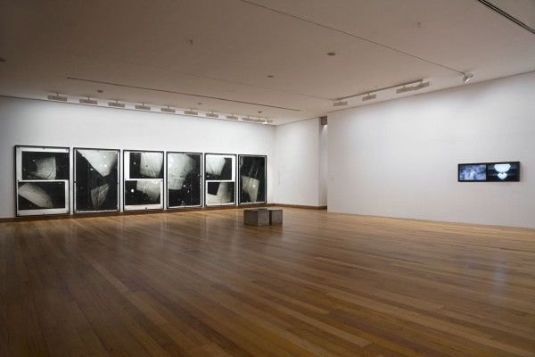 Nicolás Franco, Cortado en Pedazos, vista de la exhibición en el MAVI. Foto: Jorge Brantmayer