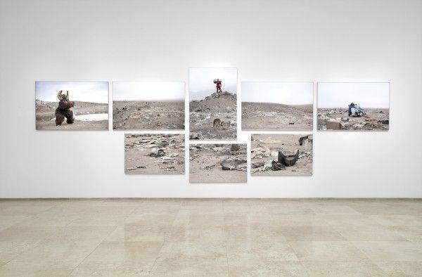 Demian Schopf, Alto Hospicio, Políptico, 230 x 730 cm, Impresión giclée, 2013. Foto: Rodrigo Maulén