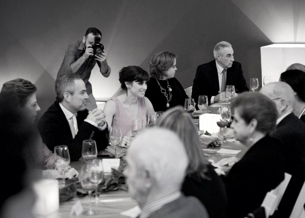 Jill Magid, Cena Familiar, Museo de Arte de Zapopan, Guadalajara, México, 19 de julio de 2014. Cortesía de la artista; LABOR, Ciudad de México; RaebervonStenglin, Zurich; y Galerie Untilthen, París