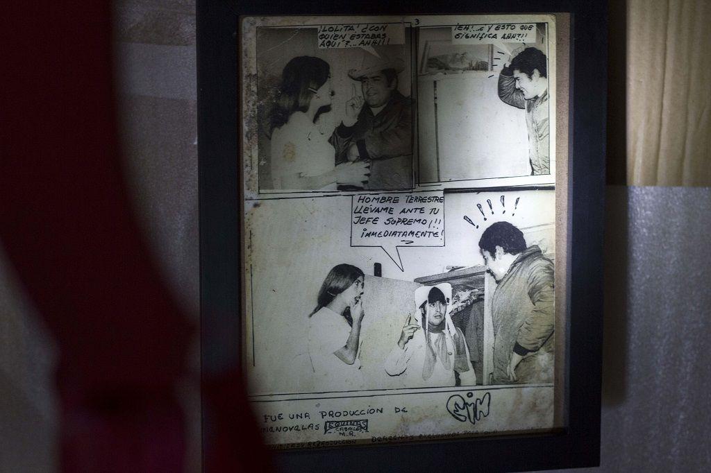 El abuelo de Astrid Martínez creaba fotonovelas eróticas. En la imagen, haciendo el papel de amante furtivo de su abuela