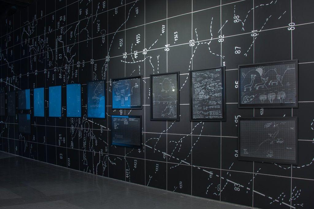 Agencia de Borde. Una explosión sorda y grave, no muy lejos. Vista de la muestra. Museo de Arte Contemporáneo (MAC), Quinta Normal. Santiago de Chile, 2016. Imagen cortesía Agencia de Borde.