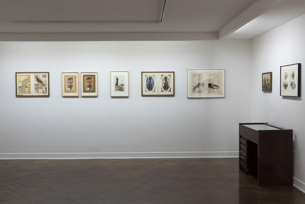 "Vista de la exposición ""Juan Luis Martínez. Collages inéditos"", en D21 Proyectos de Arte, Santiago de Chile, 2016. Foto: Jorge Brantmayer"