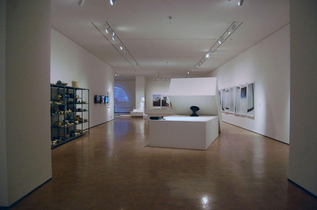 Vista de la exposición Grado Cero, en el Centro de las Artes 660 / CA 660, Santiago de Chile, 2014. Foto: Florence West