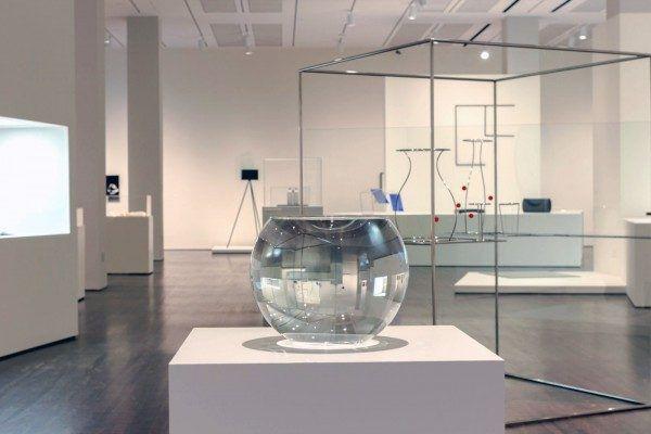 Waltercio Caldas, Aquário completamente cheio (Acuario completamente lleno),1981, vidrio y agua, 35 x 30 x 30 cm. Colección privada, Río de Janeiro. Foto: Mary Myers