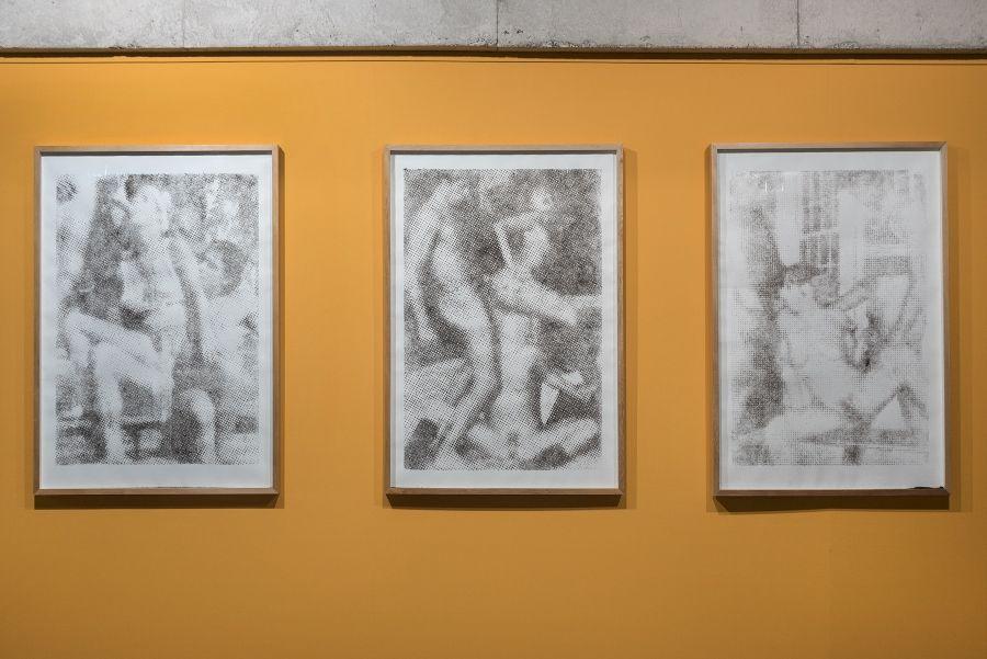 Isidora Bravo, Serigrafía Pelúa, 2016, tinta serigráfica adhesiva sobre papel Canson y pelo humano. Cortesía de la artista. Foto: Jorge Brantmayer