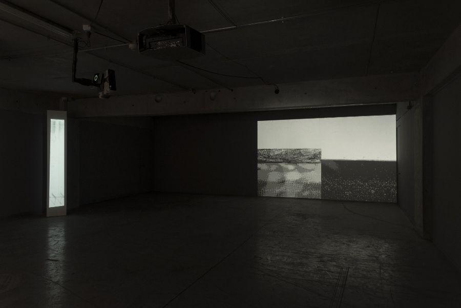 """Leslie Núñez, ...el masaje, pág. 1-84, video, 2'31"""", 2016. Cortesía de la artista. Foto: Jorge Brantmayer"""