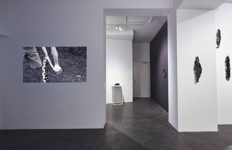 Vista de la exposición Descent, de Lucía Pizzani, en House of Egorn, Berlín, 2017. Foto: Joseph Devitt