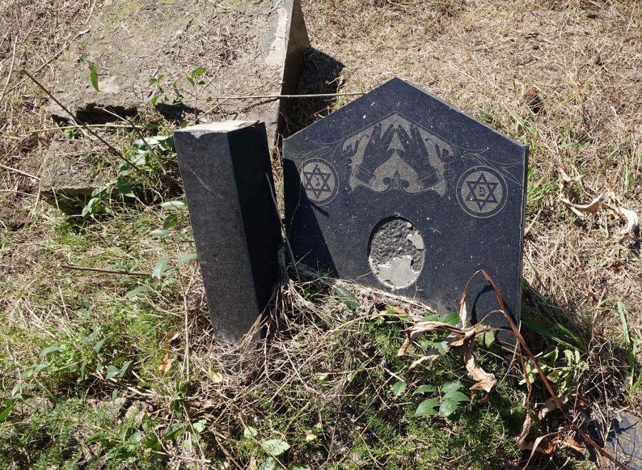 Elianna Renner, La Organización (trabajo de campo, cementerio judío, Buenos Aires). Foto: Elianna Renner