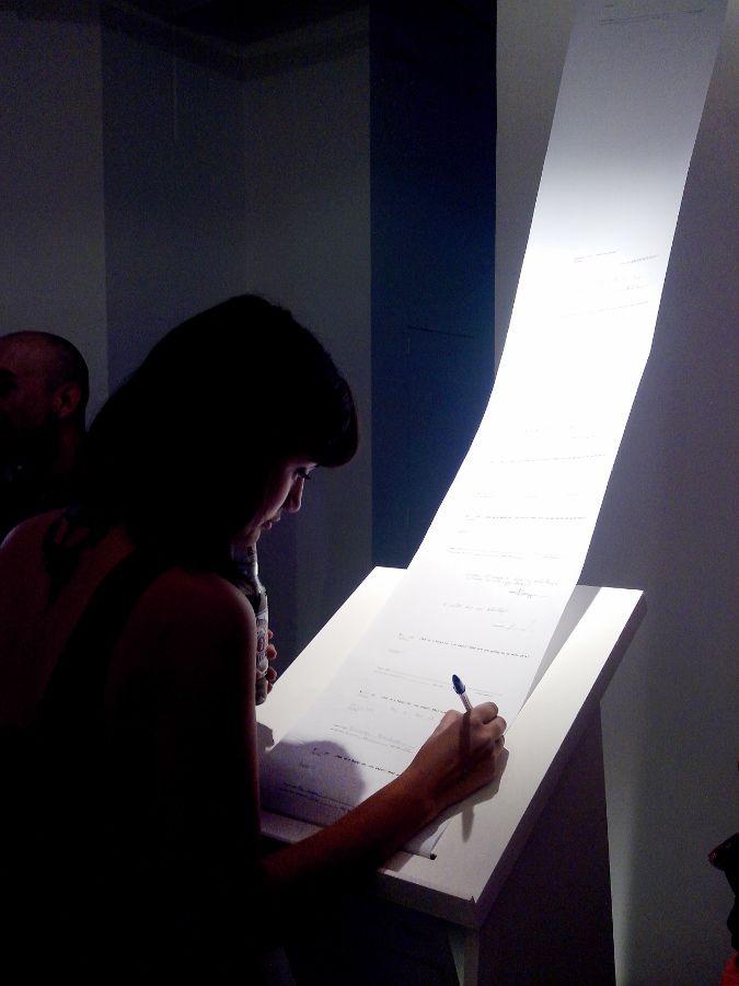Vista de la exposición Nuestra pequeña región de por acá, de Voluspa Jarpa, en Galería Gabriela Mistral, Santiago de Chile, 2016. Foto: Studio Voluspa Jarpa