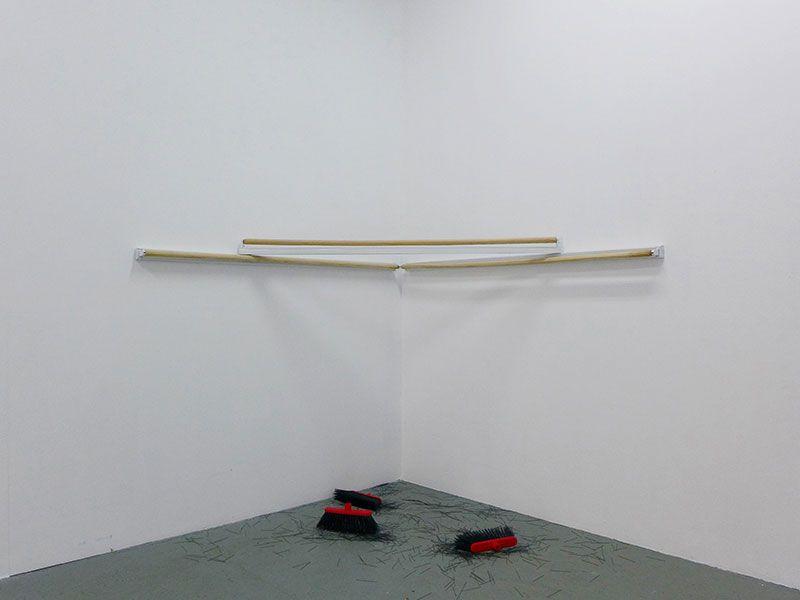 José Antonio Hernández-Diez, Chiviados. Vista de la exposición en Galeria Estrany–de la Mota, Barcelona, 2017. Cortesía de la galería