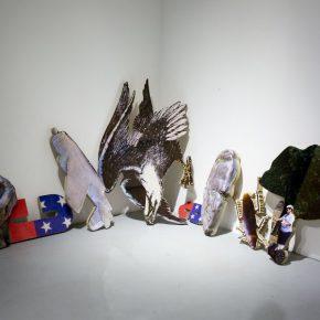 Vista de la exposición Miasma, de Yoshua Okón, en Parque Galería, Ciudad de México, 2017. Cortesía de la galería