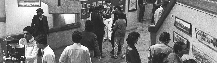 """Inauguración de la muestra """"Historia de la Fotografía en Colombia"""", 1983. Foto: Archivo MAMBO"""