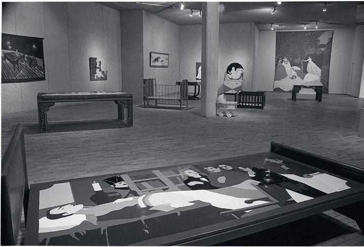 Así se veía la Sala Marta Traba del MAMBO en 1984 durante la exposición de la maestra Beatriz González. Foto: Archivo MAMBO